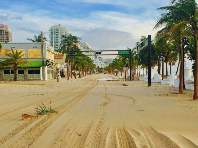 Одна из улиц Майами после ухода воды (2 фото)