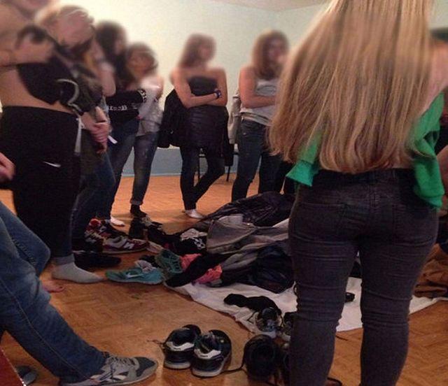 КемГУ оказался в центре скандала из-за голой церемонии посвящения студентов (3 фото)