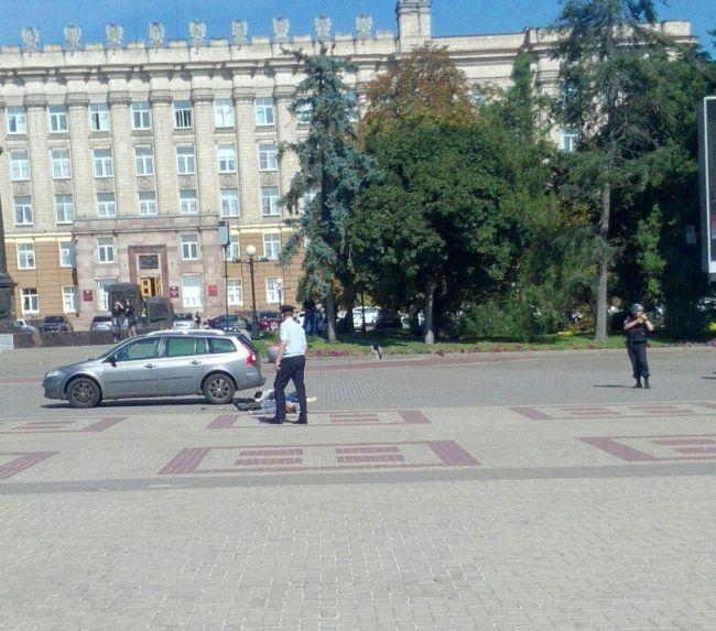 В центре Белгорода мужчина выгрузил труп и попытался застрелиться (3 фото + видео)