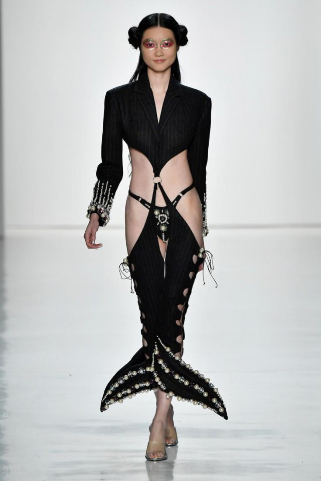 В Нью-Йорке представили странную коллекцию одежды (23 фото)
