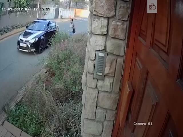 В ЮАР девушка отбилась от грабителей ради диссертации, лежавшей в ее сумке
