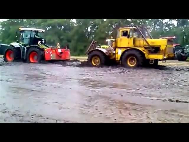 Битва тракторов на грязи