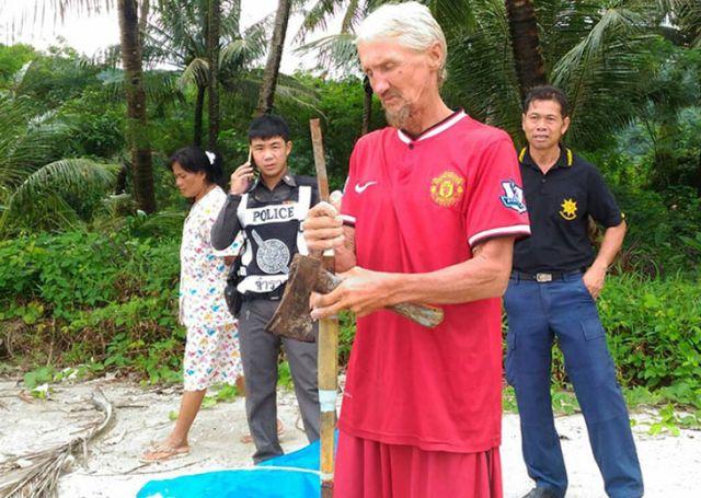 Российский турист провел в надувной лодке 4 дня у берегов Таиланда (4 фото)
