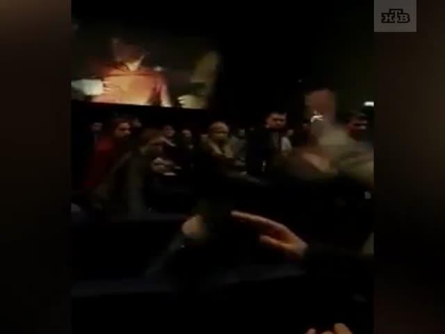 Драка в кинотеатре на сеансе фильма 18+ в Питере