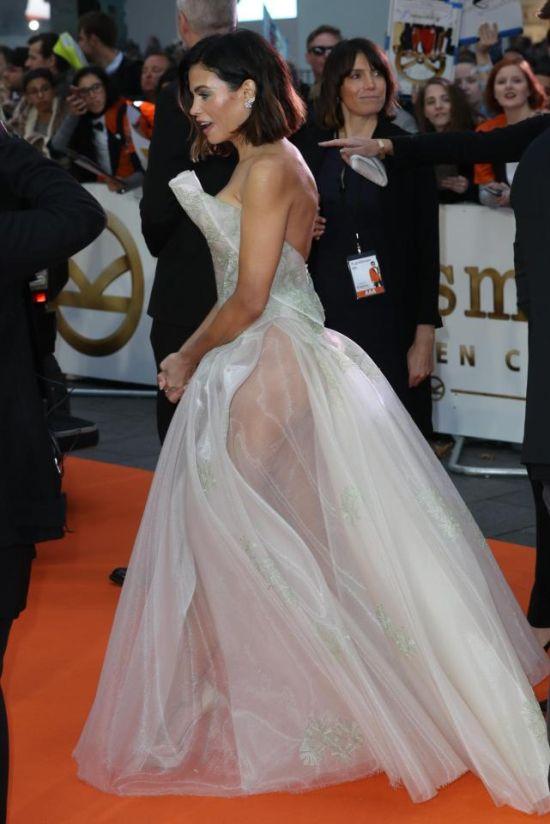 Прозрачное платье актрисы Дженны Дуан (4 фото)