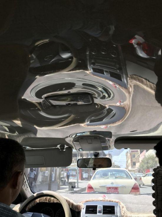 Это такси в Багдаде будет всегда выглядеть, как новый автомобиль (5 фото)