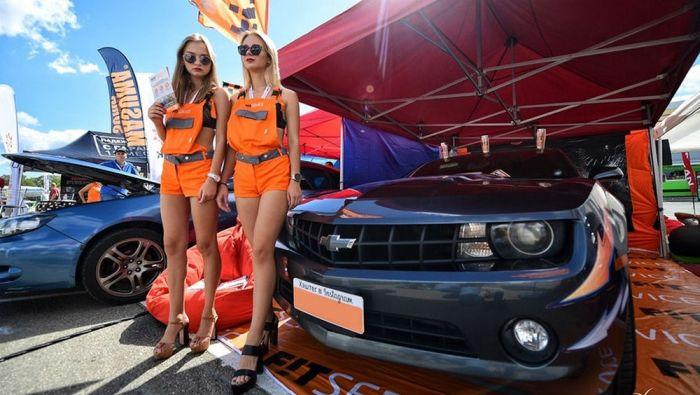Девушки с автовыставки во Владивостоке (11 фото)