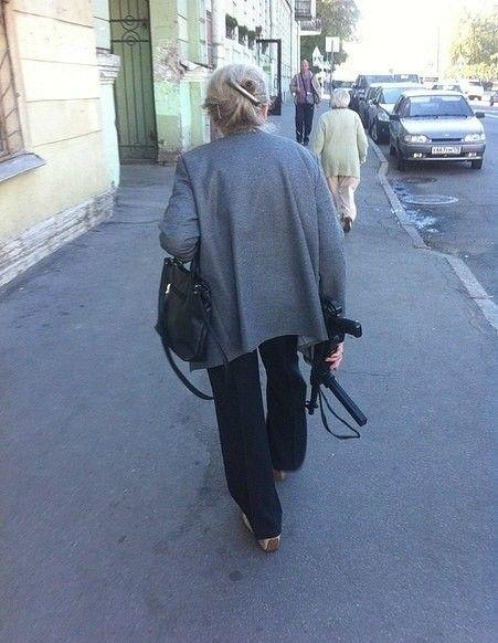 На улицах города всегда нужно быть начеку (17 фото)