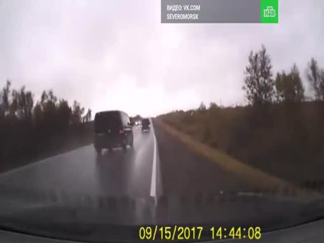Видео аварии со смертельным исходом, в которую попал главком ВДВ Андрей Сердюков