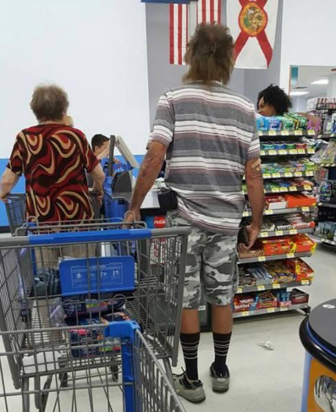 Фрики и странные посетители американских супермаркетов (34 фото)