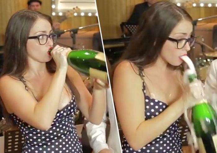 Бутылка шампанского - опасная вещь (16 гифок)