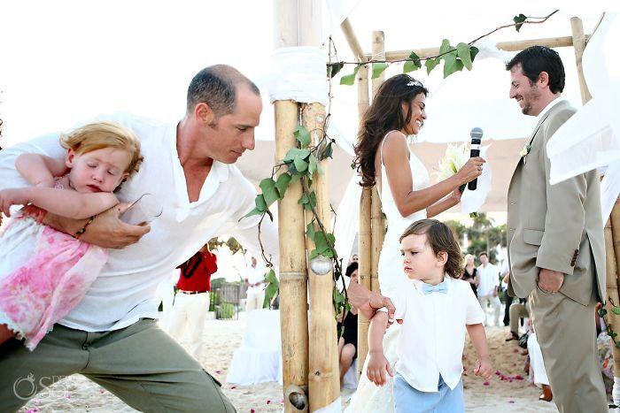 Забавные детишки на свадьбах (26 фото)