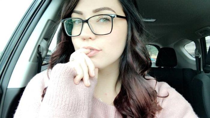 Привлекательные девушки в очках (38 фото)