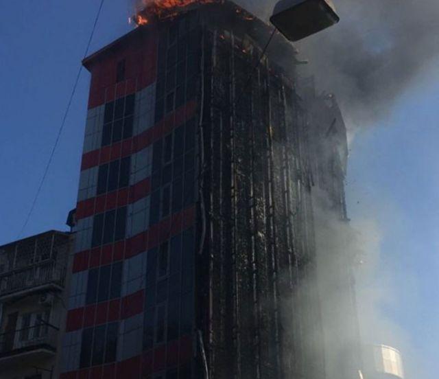 Пожар в 10-этажной гостинице в центре Ростова-на-Дону (10 фото + видео)