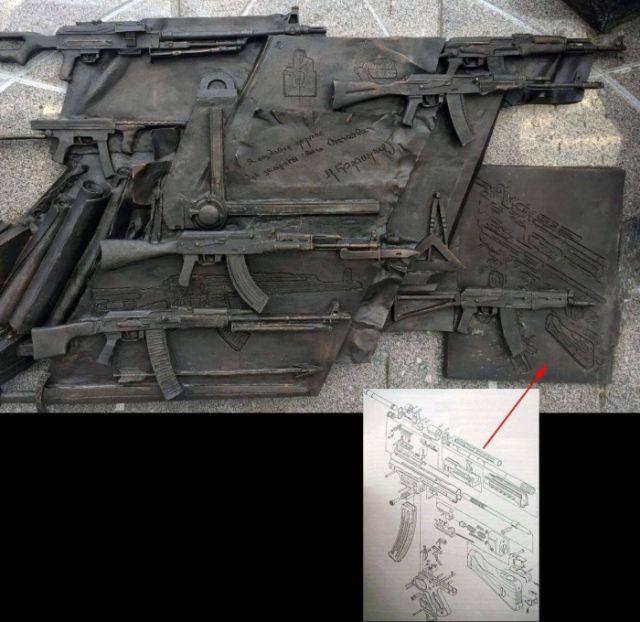 Новый памятник Калашникову, украшенный немецким автоматом (2 фото)
