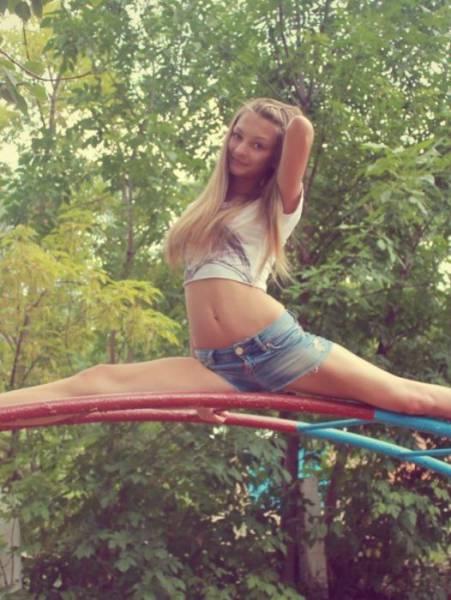 Привлекательные девушки на природе (34 фото)