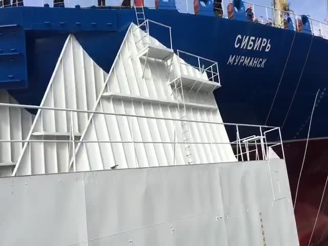 """Атомный ледокол """"Сибирь"""" был спущен на воду"""
