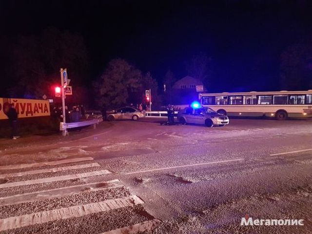 В Ленинградской области автомобиль с трупом в багажнике попал в массовое ДТП (7 фото + видео)