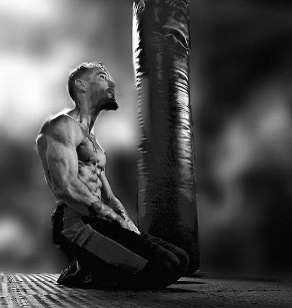 Мужчина похудел на 30 кг и занялся ММА, чтобы пережить развод (7 фото)