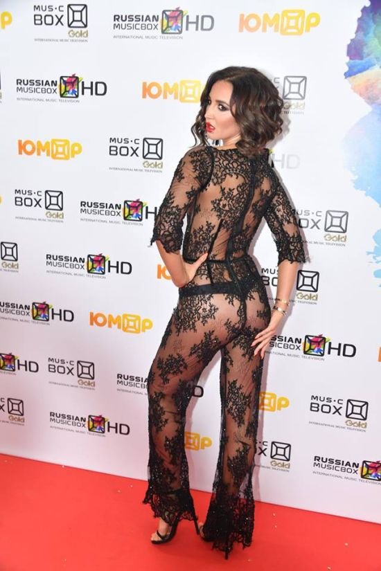 Ольга Бузова в прозрачном комбинезоне на премии Music Box 2017 (3 фото + видео)