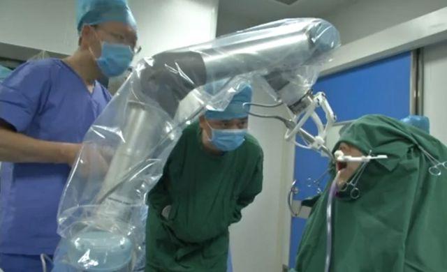 В Китае робот-стоматолог самостоятельно провел операцию (4 фото + видео)