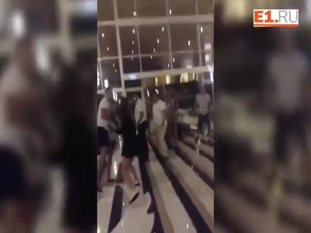 Массовая драка между туристами и сотрудниками отеля в Антальи