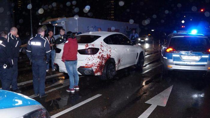 «Окровавленный» BMW на улицах Берлина (2 фото)