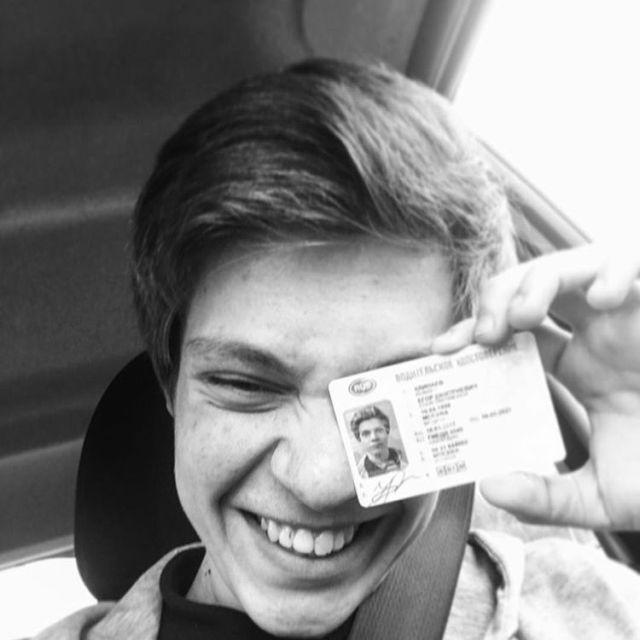 В Москве в массовом ДТП погиб актер сериала «Физрук» Егор Клинаев