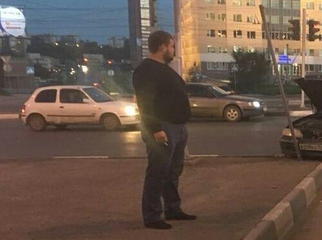 В Новосибирске автомобилист намеренно таранит машины нарушителей ПДД (4 фото)
