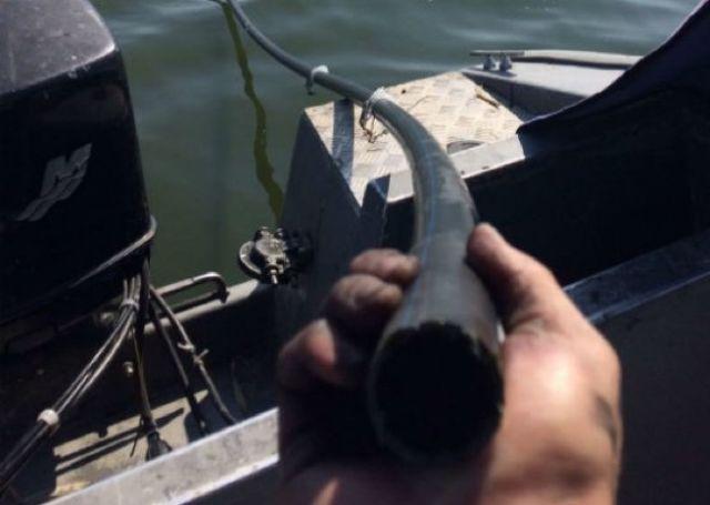 Украинские пограничники обнаружили подводный спиртопровод из Молдовы (3 фото)