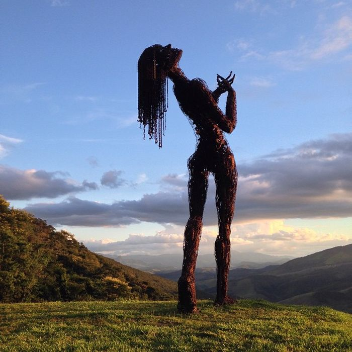 Волнующие скульптуры, изображающие женские тела (26 фото)