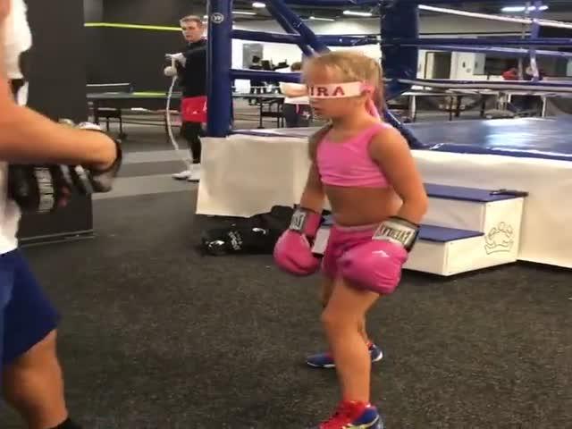 Невероятная тренировка юной спортсменки