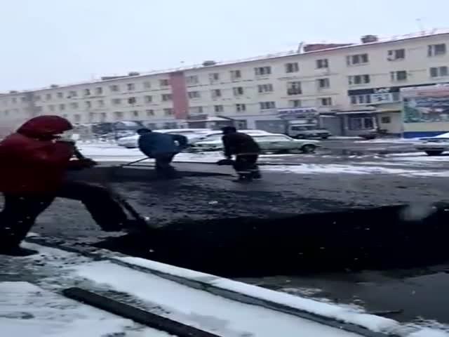В Якутии дождались снега и только потом стали класть новый асфальт