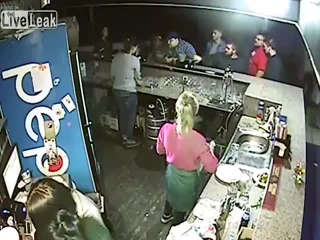 Жестокая драка в украинском баре