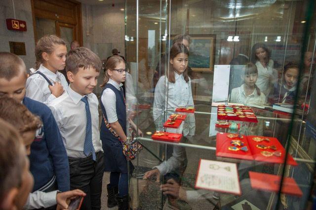 Родственники адмирала Горшкова передали Музею Победы награды на 2 млн долларов (4 фото)