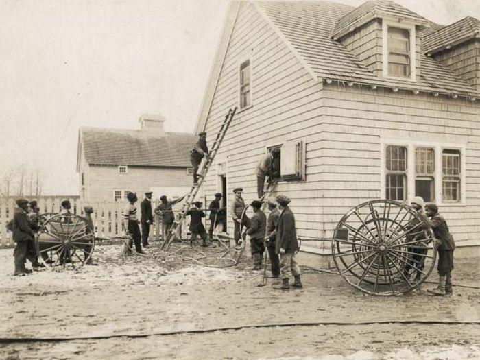 Жизнь темнокожих после отмены рабства в США (27 фото)