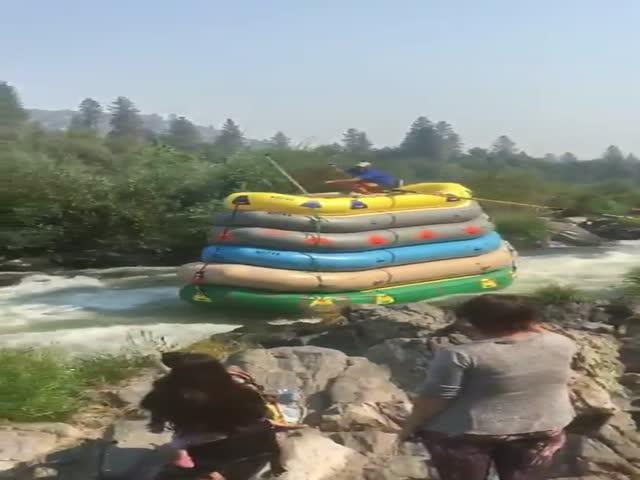 Самый необычный сплав по реке