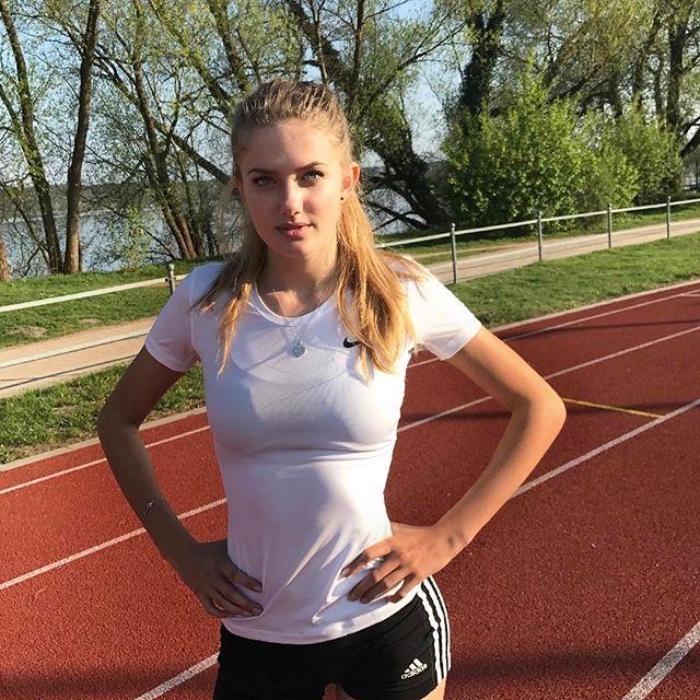 СМИ назвали юную бегунью Алисию Шмидт «самой сексуальной атлеткой в мире» (20 фото)