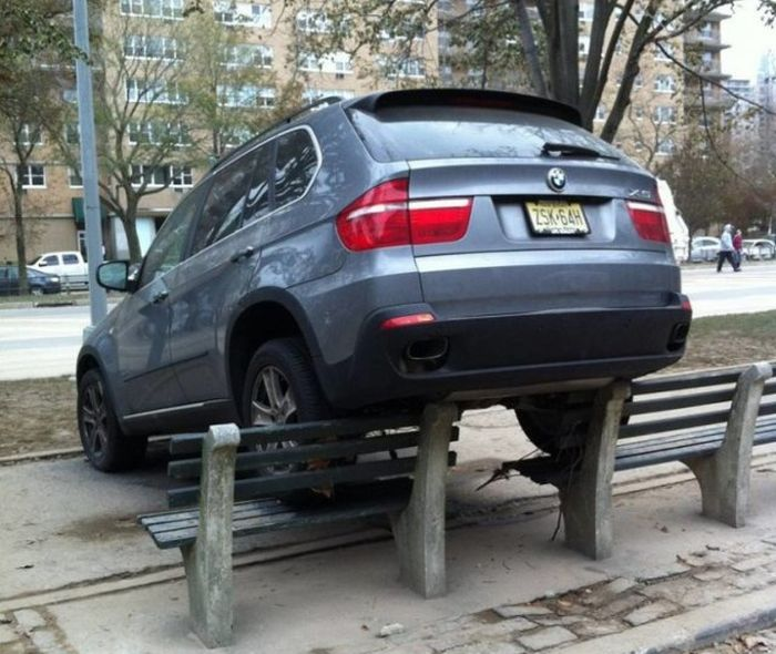 Автохамы паркуют свои автомобили (29 фото)