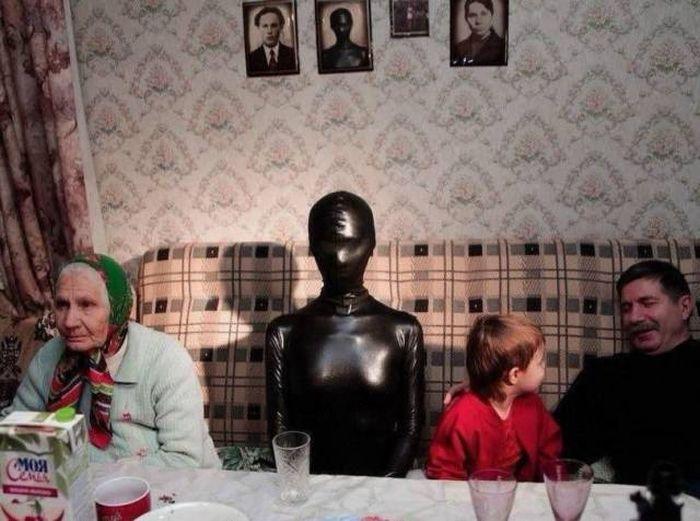 Подборка очень странных фотографий, вызывающих массу вопросов (32 фото)