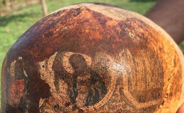 В Ростовской области обнаружен череп павшего бойца с ликами святых (3 фото)