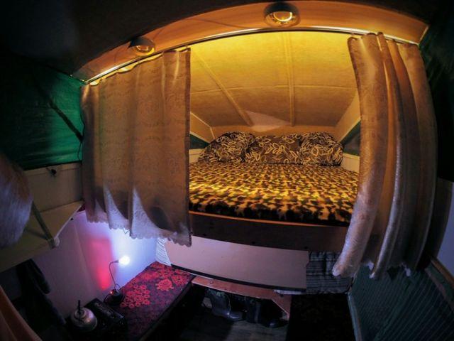 Дом на колесах на базе обычного пикапа (23 фото)