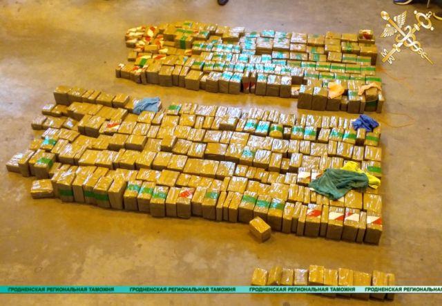 Белорусские таможенники предотвратили попытку ввоза в страну 300 кг гашиша (10 фото + видео)