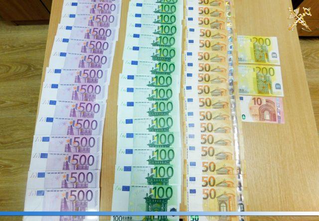 Россиянин пытался провезти 270 000 долларов через польско-белорусскую границу (8 фото)