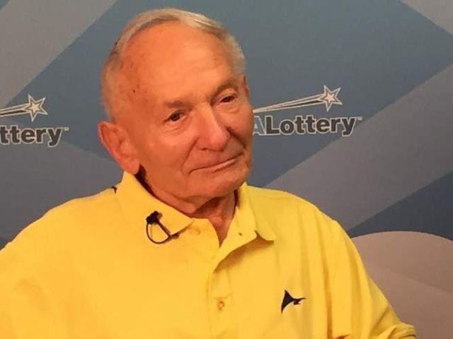 92-летний американец одержал победу в лотерее (2 фото)