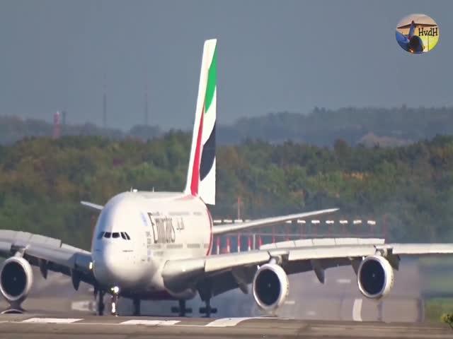 Сильный ветер занес крупнейший в мире пассажирский самолет