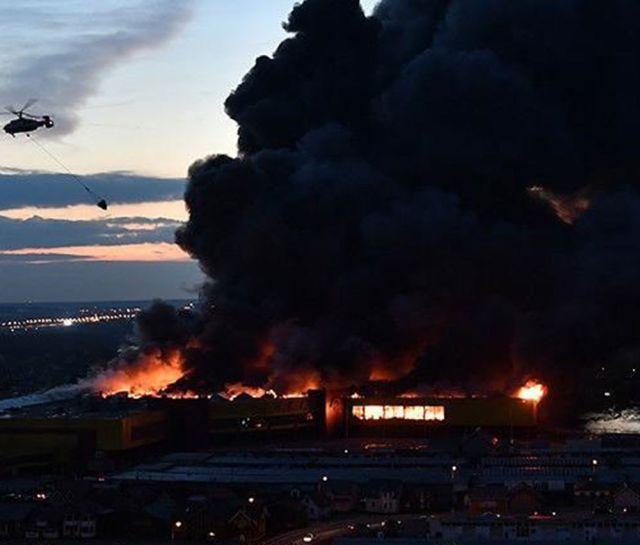 В Москве сгорел торговый центр «Синдика» (9 фото + 3 видео)
