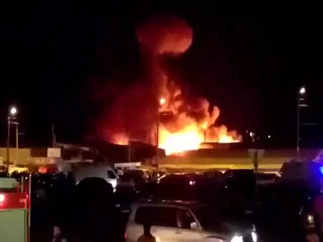 Крупный пожар на рынке «Восточный» в Ростове-на-Дону