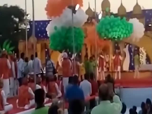Взрыв воздушных шаров с ацетиленом на празднике в Индии