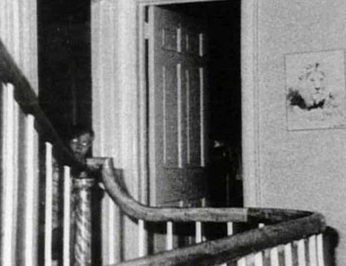 Жуткие фото с призраками (21 фото)